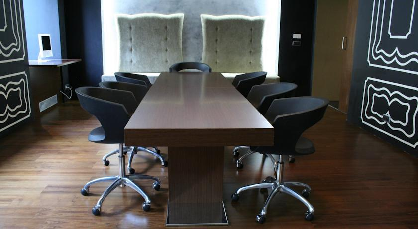 987 Prague - Meeting  Room.jpg