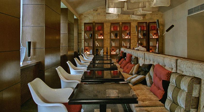 987 Prague - Resturant.jpg