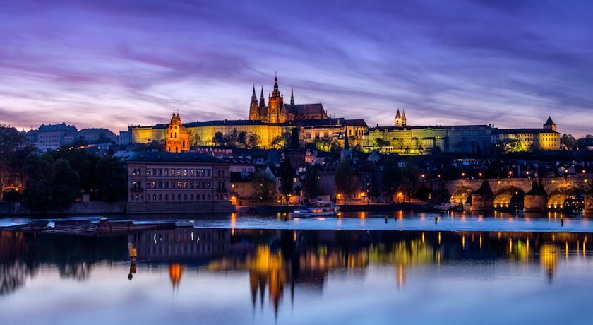 987 Prague - View.jpg
