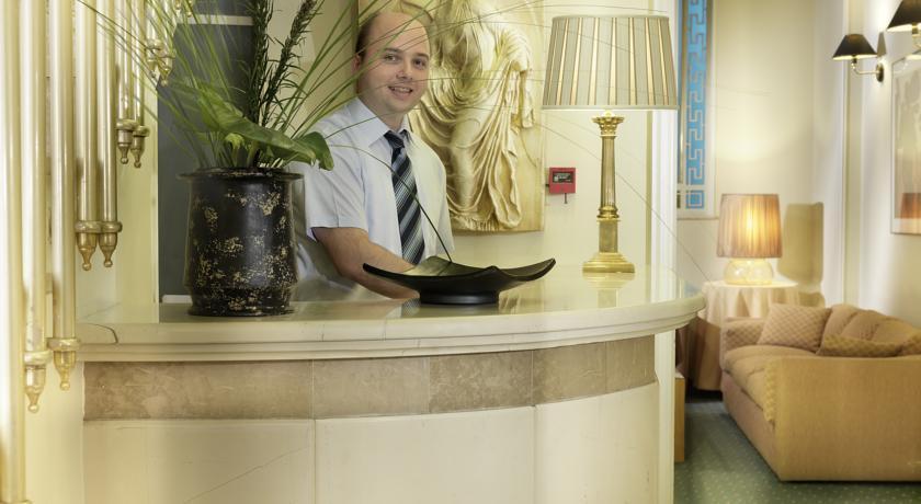Adrian Hotel - Lobby.jpg
