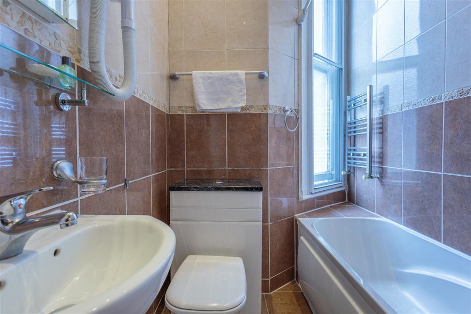 Castletown House - Bathroom