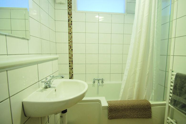 The Chiswick Apartment - Bathroom