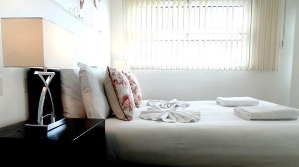 Still Life Borough Apartments - Deluxe Bedroom