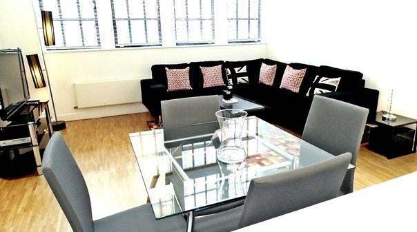 Still Life Chancery Lane - Living and Dining Area