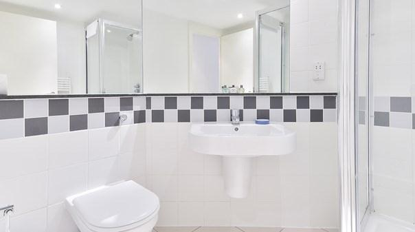 Liverpool Street Deluxe Apartments - Bathroom