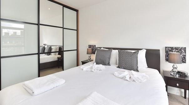 Liverpool Street Deluxe Apartments - Bedroom
