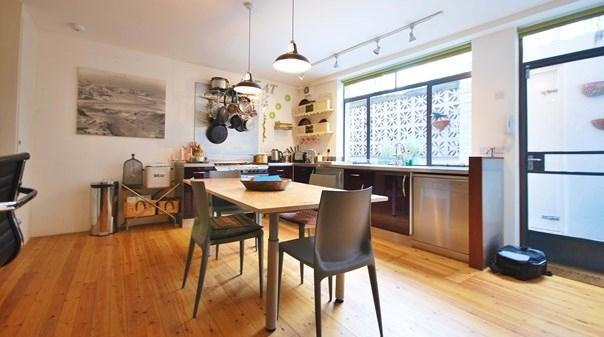 Shoreditch Studio Deluxe Apartment - Dining Area