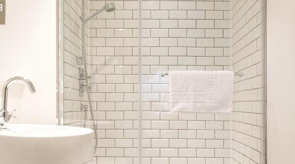 St Pauls Deluxe Apartments - Bathroom