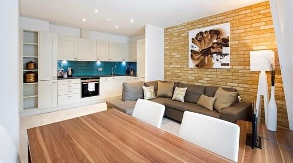 St Pauls Deluxe Apartments - Kitchen and Living