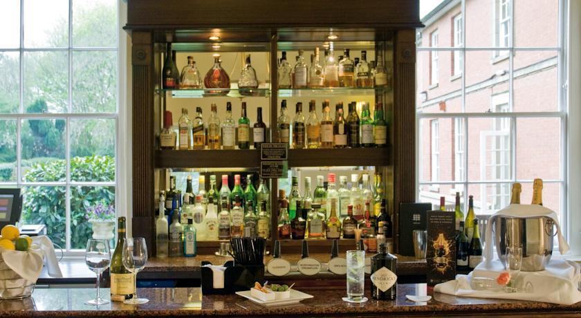 MacdonaldAnstyHall Bar.jpg
