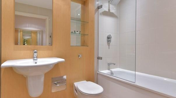 Tower Hill Executive Apartments - Bathroom