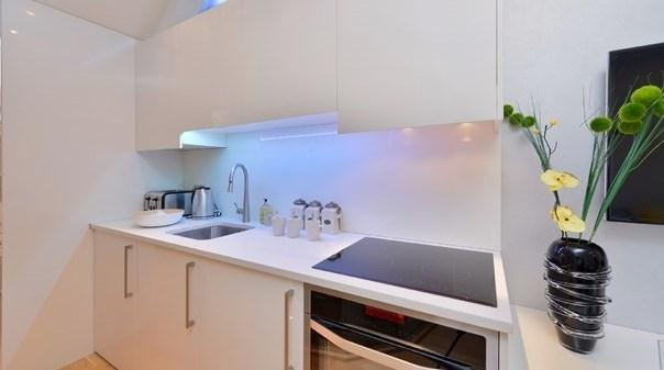Trafalgar Square Apartments - Kitchen