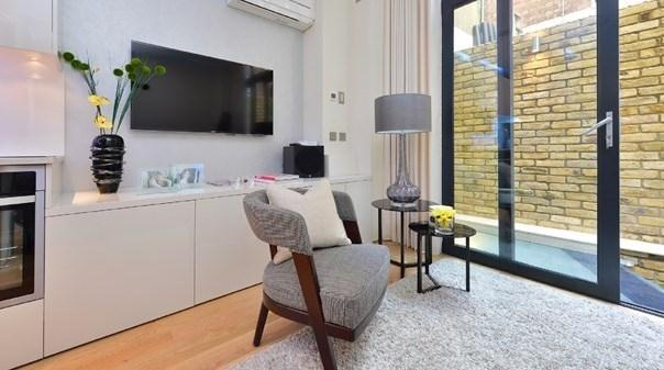 Trafalgar Square Apartments - Living Area
