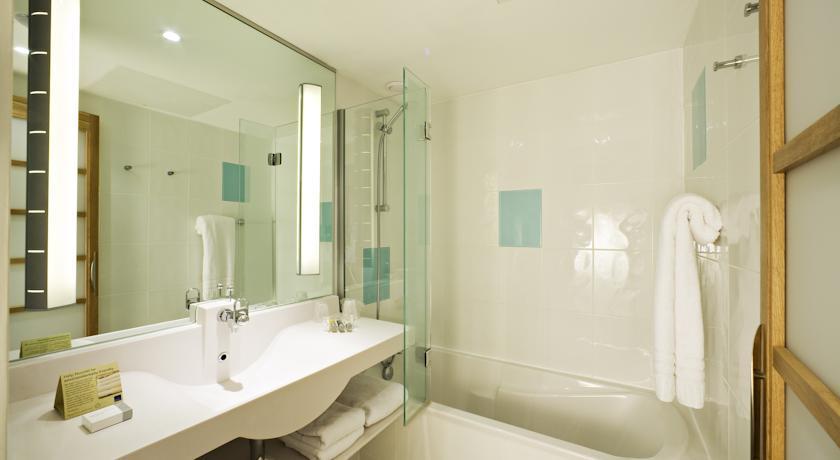 NovotelCoventryM6J3 Bathroom.jpg