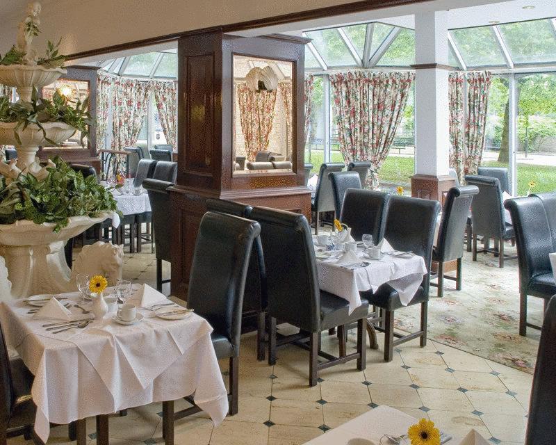 RoyalCourtHotel restaurant1.jpg