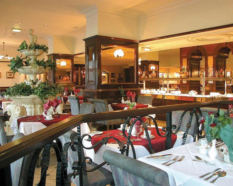 RoyalCourtHotel restaurant.jpg