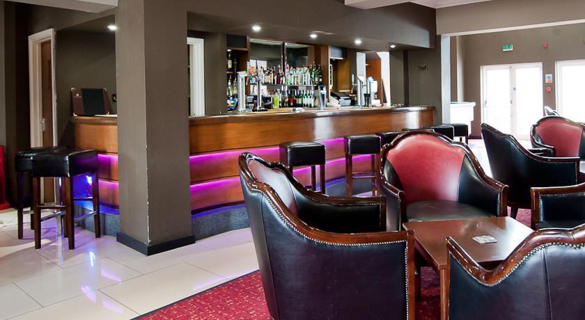 RamadaWarwick Bar.jpg
