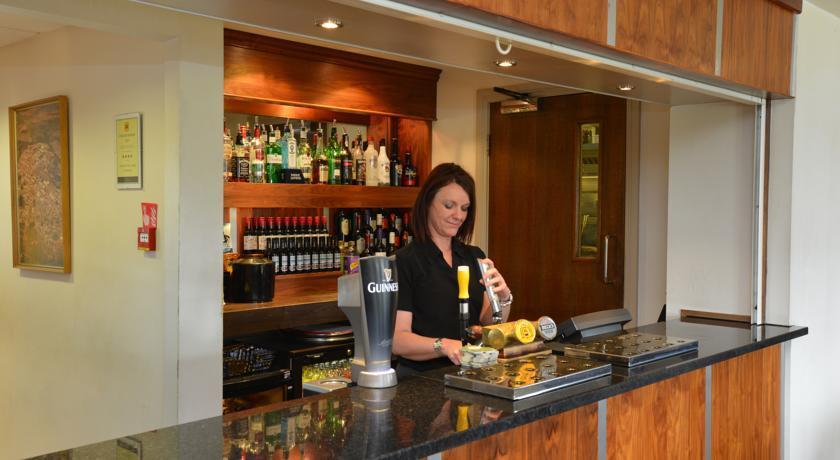 StoneleighPark Lodge Bar.jpg