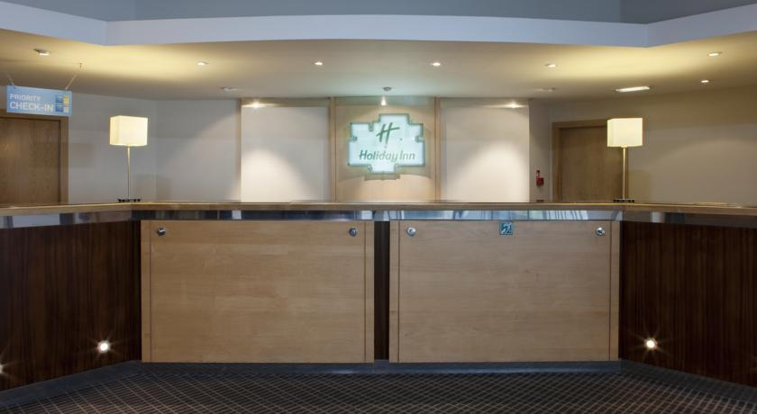 HolidayInnCardiffCityCentre reception.jpg