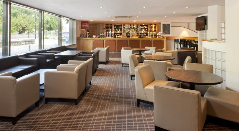 HolidayInnCardiffCityCentre bar.jpg