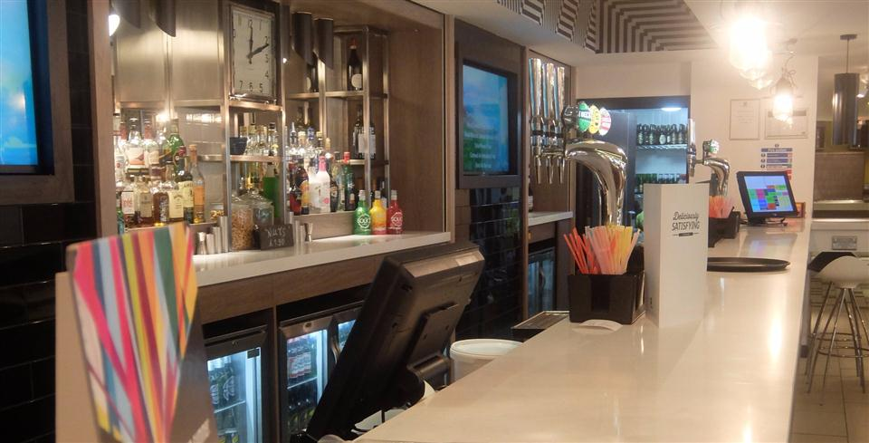 Watford Serviced Apartments - Bar