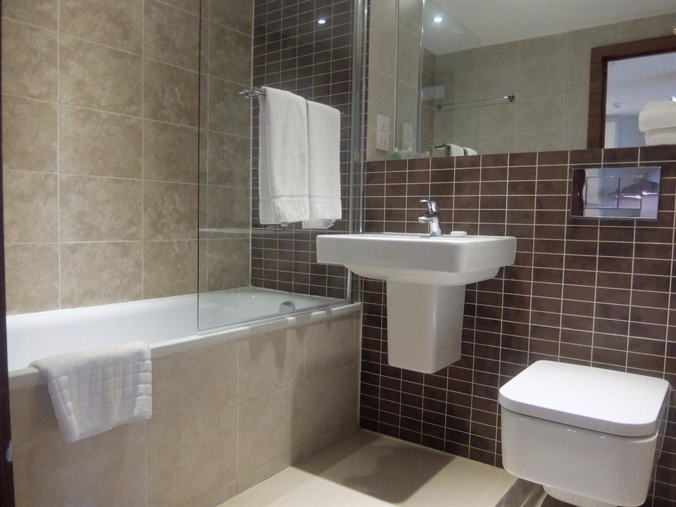 Watford Serviced Apartments - Bathroom