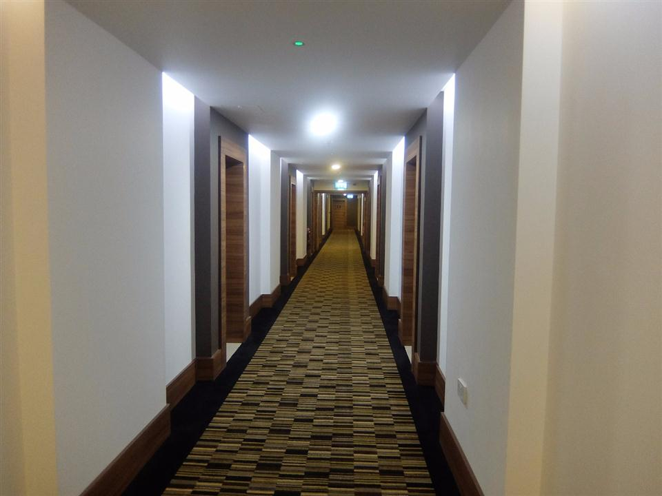 Watford Serviced Apartments - Corridor