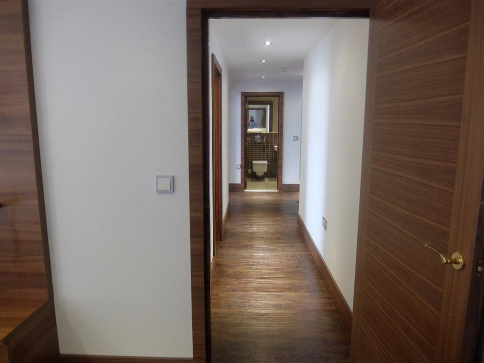 Watford Serviced Apartments - Hallway