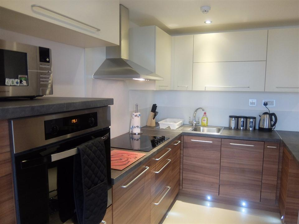 Watford Serviced Apartments - Kitchen