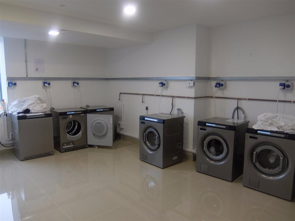 Watford Serviced Apartments - Laundry Room