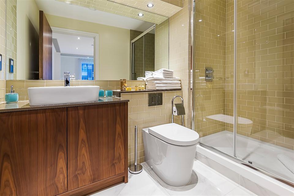 Lincoln Plaza - Bathroom
