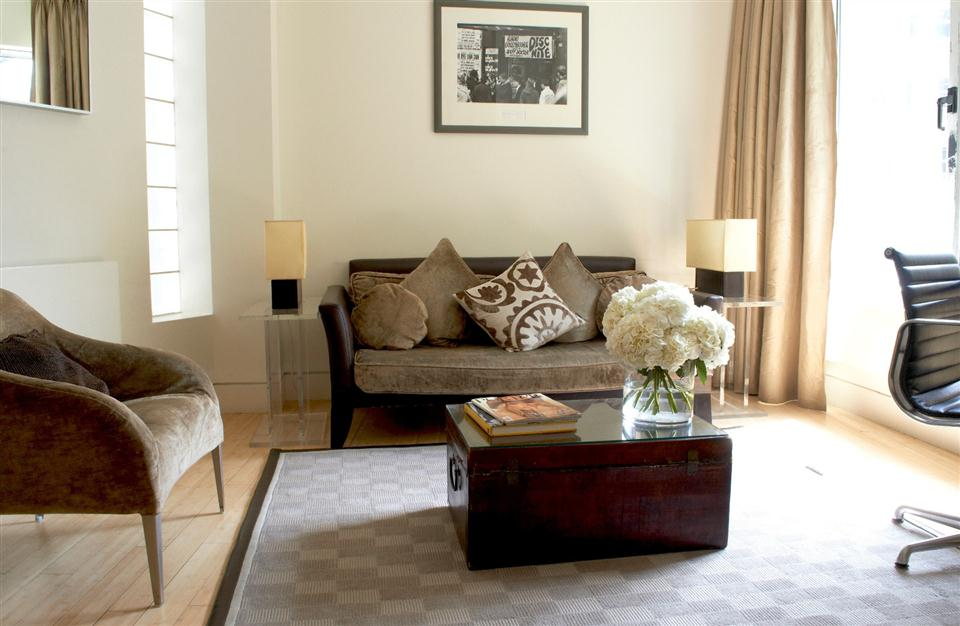 5 Maddox Street - Superior Suite Living Room