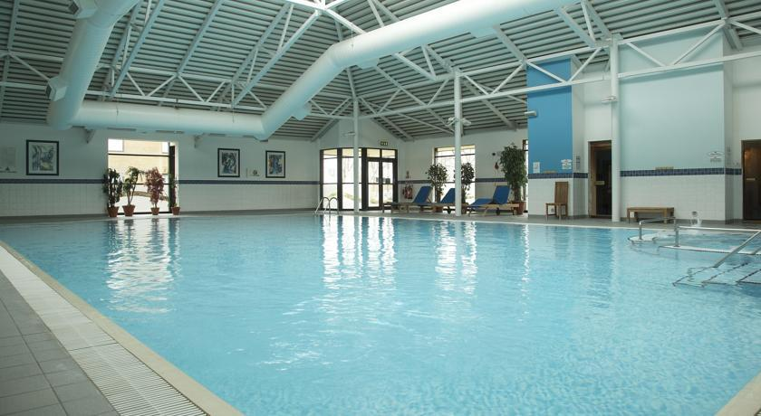 HiltonEdinburghAirport pool.jpg