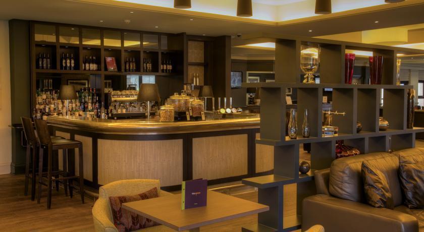 HiltonEdinburghAirport Bar.jpg