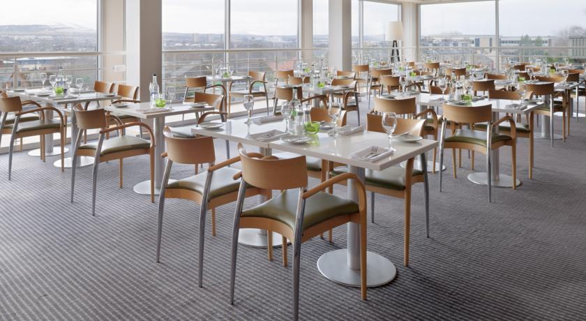 HolidayInnEdinburgh Restaurant.jpg