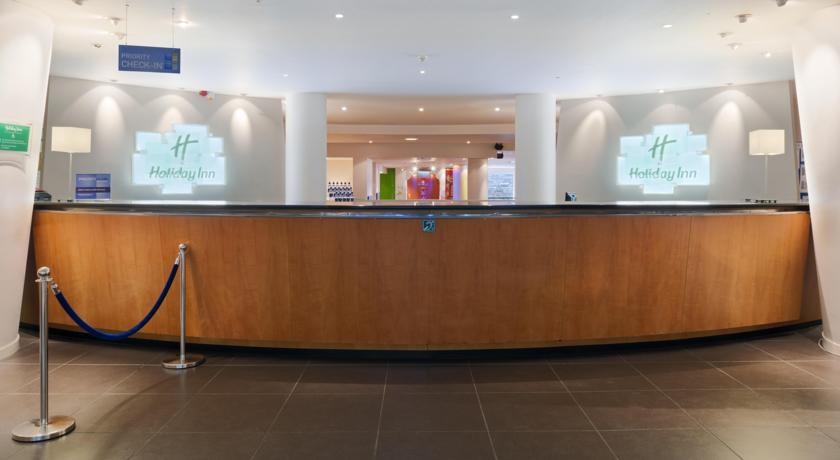 HolidayInnEdinburgh Reception.jpg