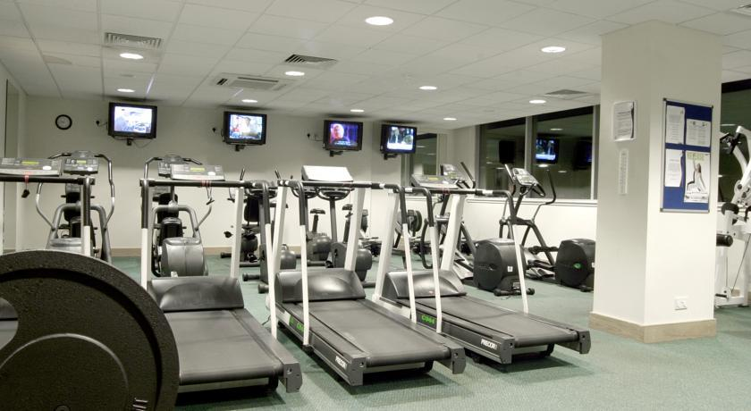 HolidayInnEdinburgh gym.jpg