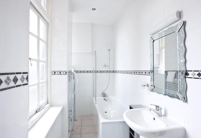 Cavendish House Apartments - Bathroom
