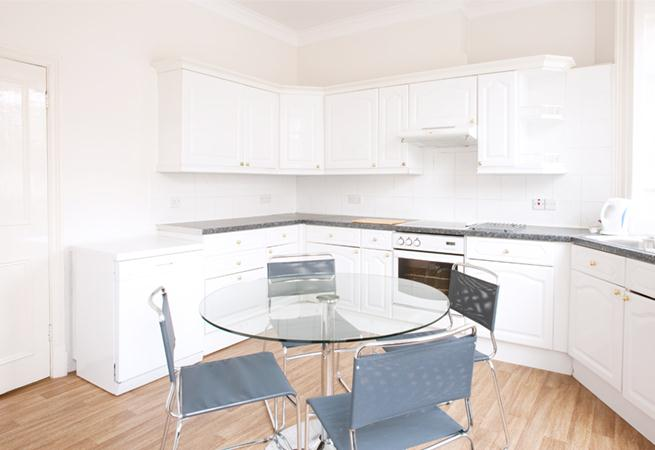 Harley Street House Apartments - Kitchen and Dining Room