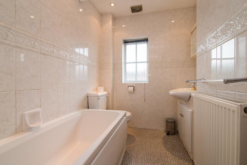 Finchwood Road - Bathroom