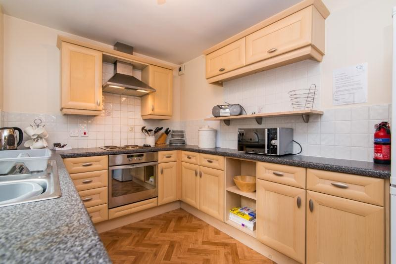 Printers Close Apartments - Kitchen