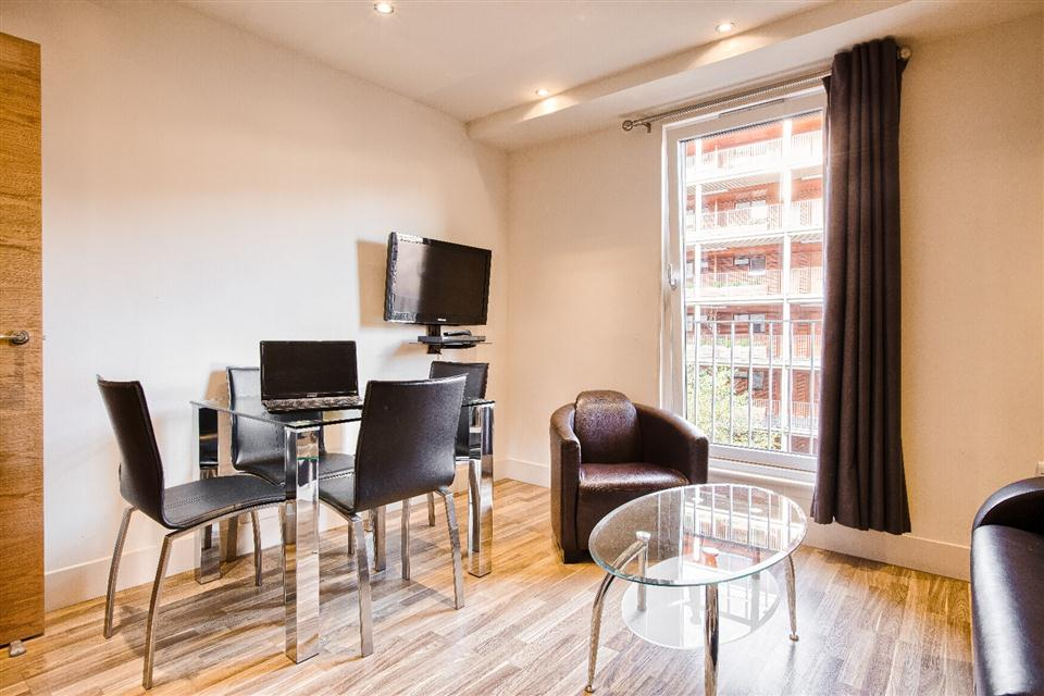 Staycity Serviced Apartments Edinburgh - Dining Area