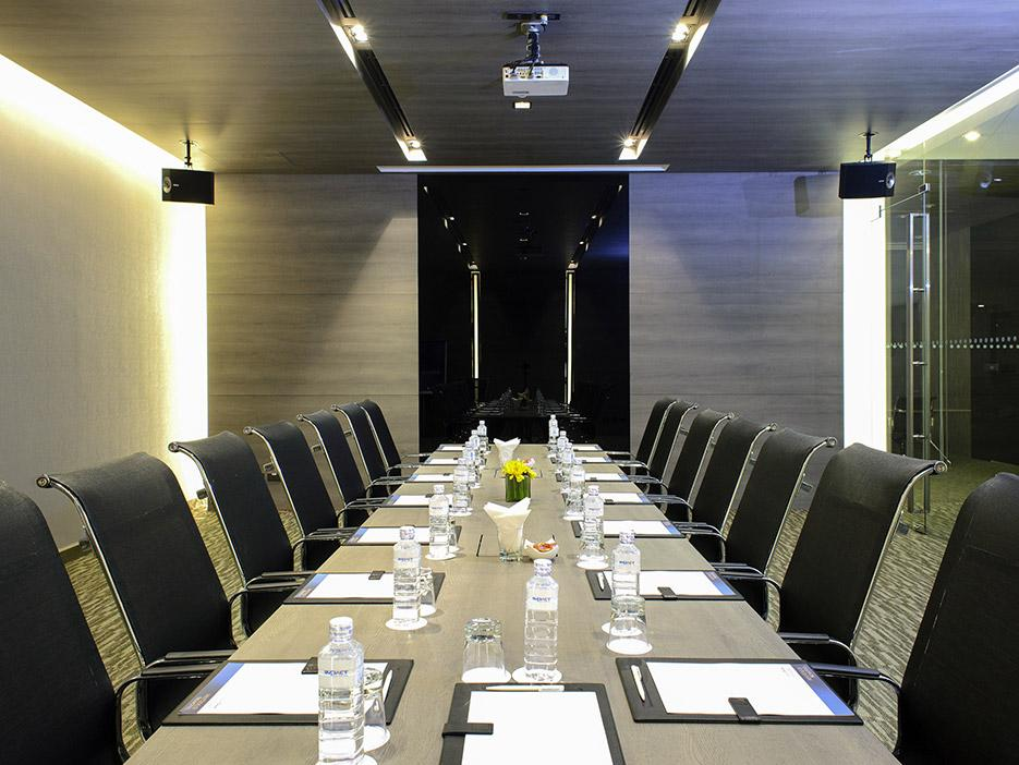 Novotel Istanbul Bosphorus - Meeting Room.jpg