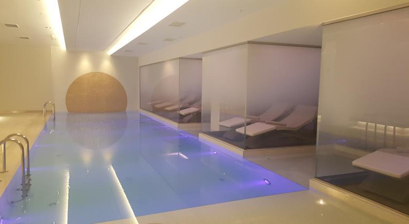 Novotel Istanbul Bosphorus - Spa & Swimming pool.jpg