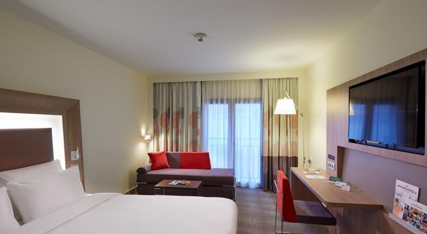 Novotel Istanbul Bosphorus - superior Room.jpg