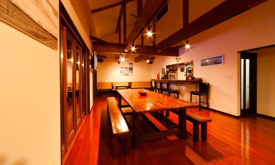 Hakuba Accommodation Bears Den Mountain Lodge 3