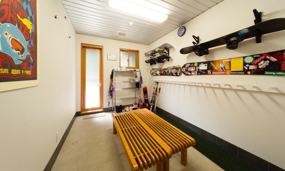Hakuba Accommodation Bears Den Mountain Lodge 4