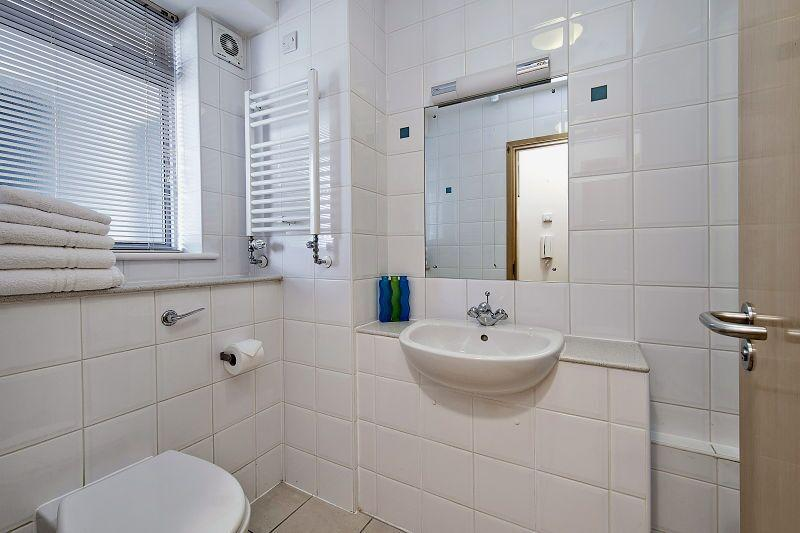 St Christopher's Place - Premium One Bedroom Apartment Bathroom