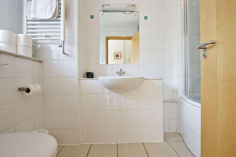 St Christopher's Place - Premium Studio Apartment Bathroom