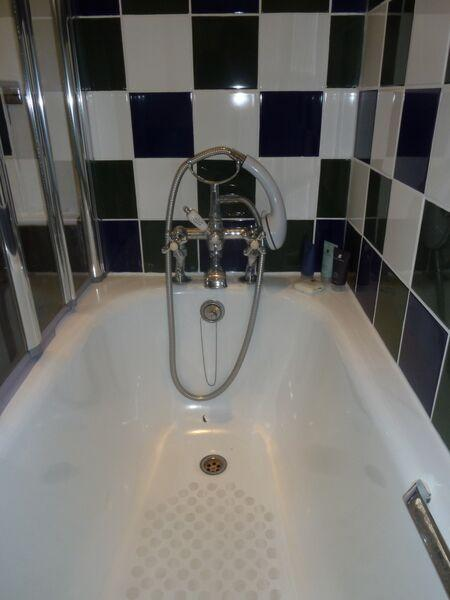 St Christopher's Place - Standard One Bedroom Apartment Bathroom